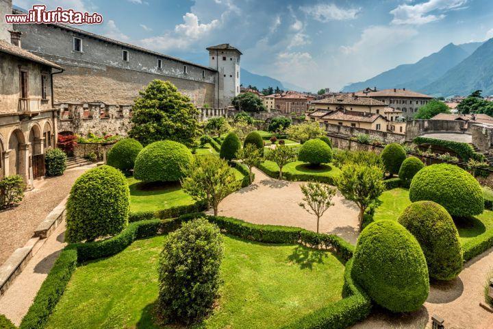 torre_aquila_e_i_giardini_del_castello_del_buonconsiglio_di_trento