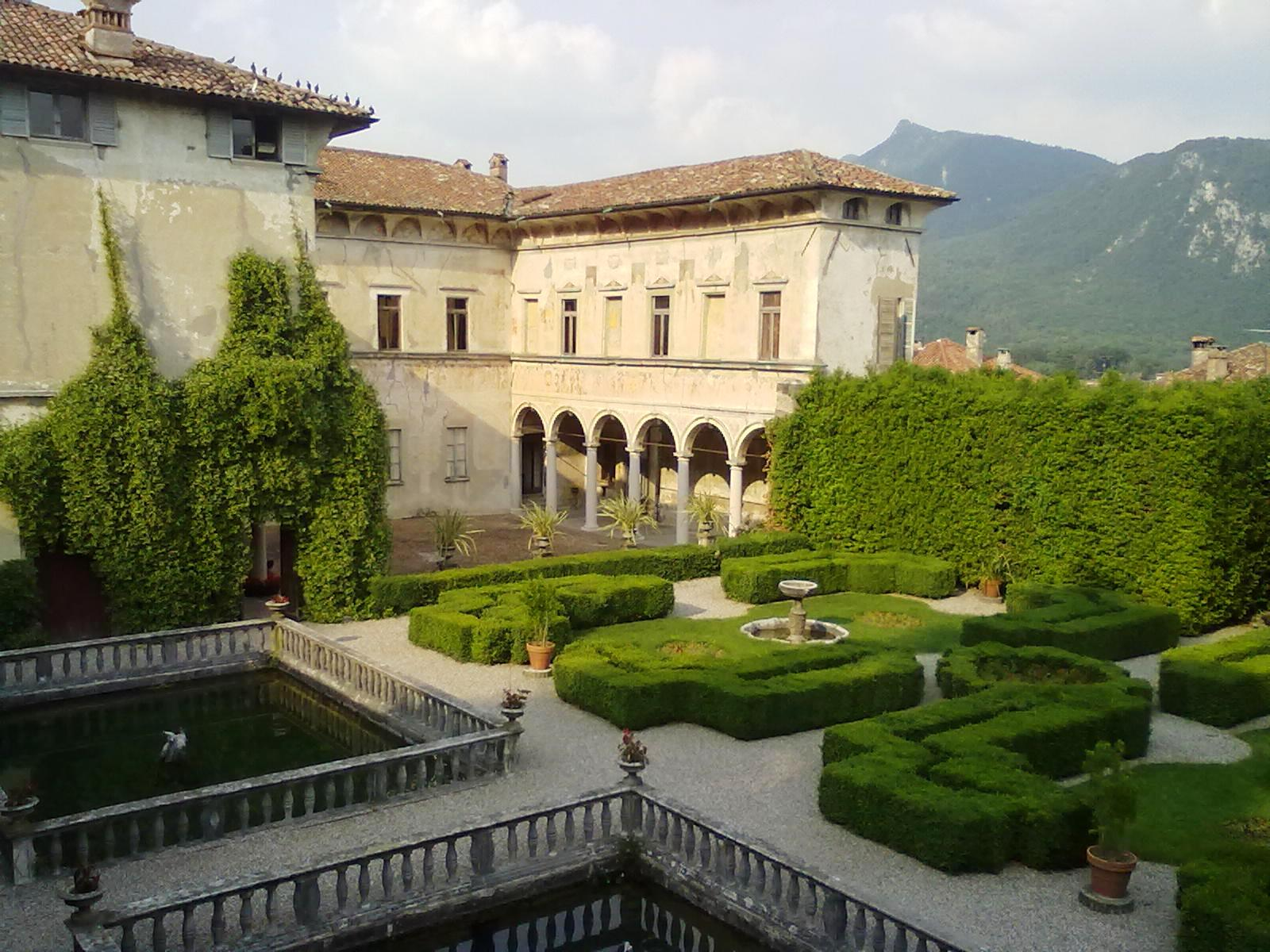 gardentourist-villa-cicogna-mozzoni-01