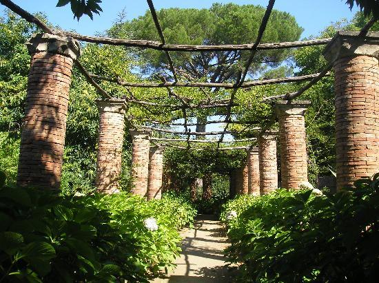 gardens-at-villa-cimbrone