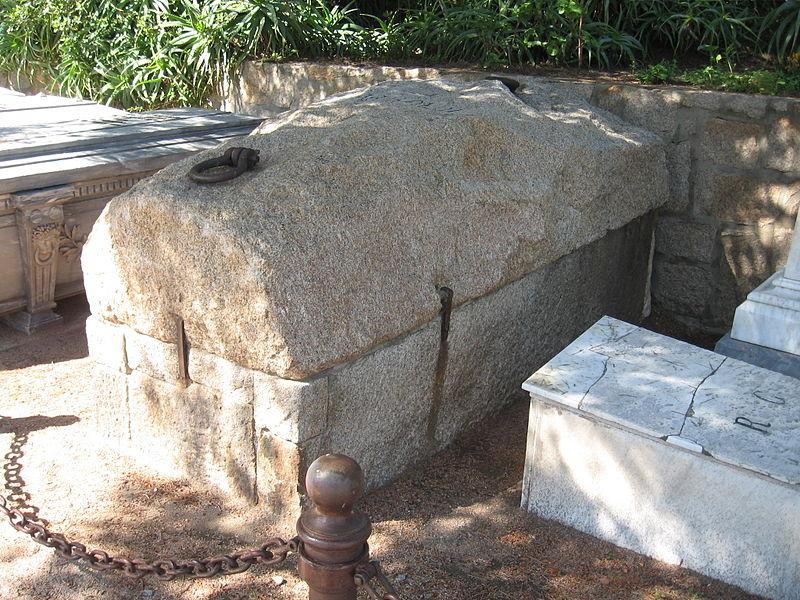 800px-museo-garibaldino-di-caprera-la-tomba
