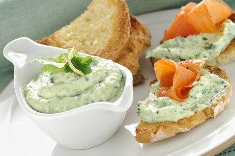 piatto-pronto-crostini-pane-ciotolina-salsa-dettaglio-ricette-slider-grande3