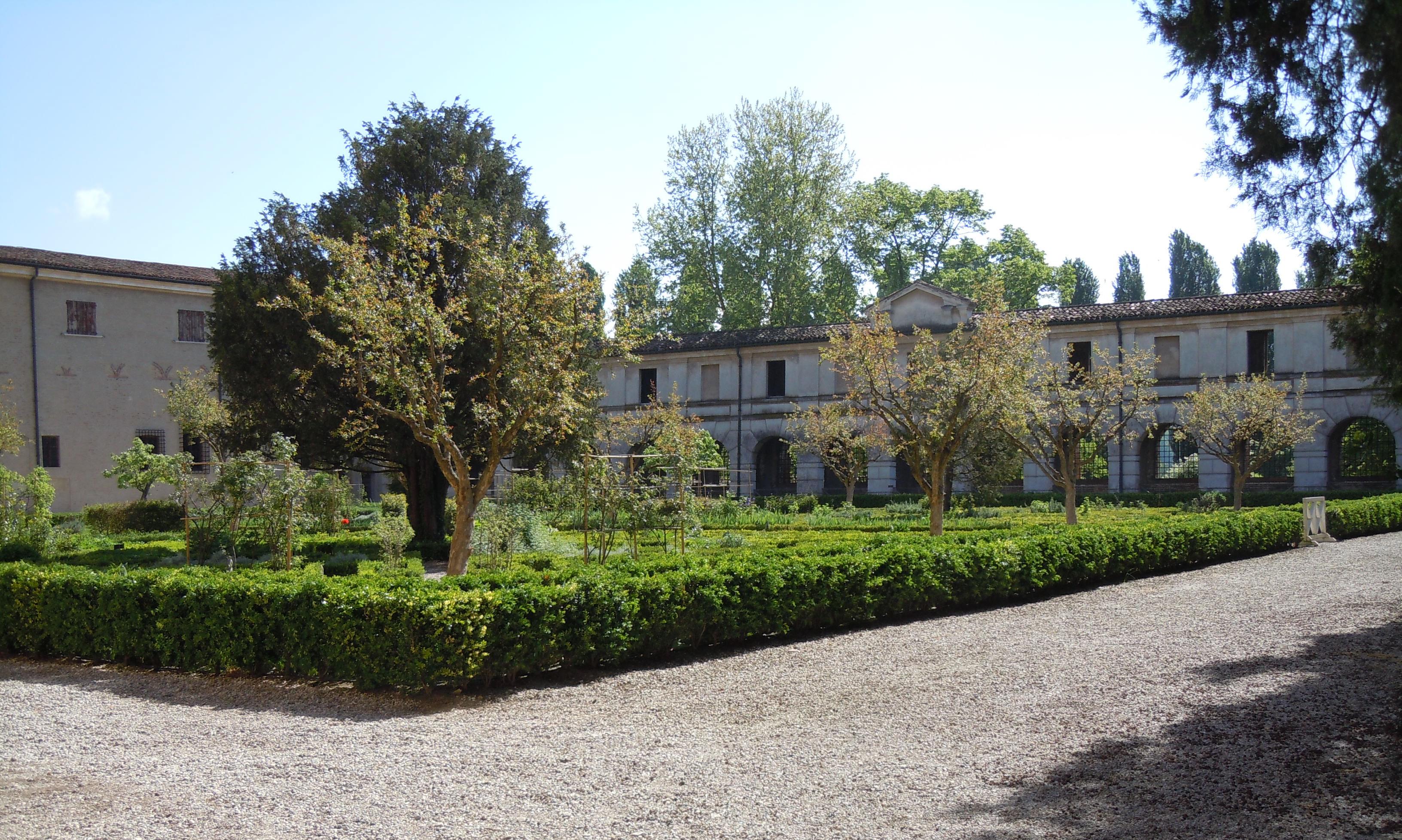 mantova-palazzo-ducale-giardino-dei-semplici