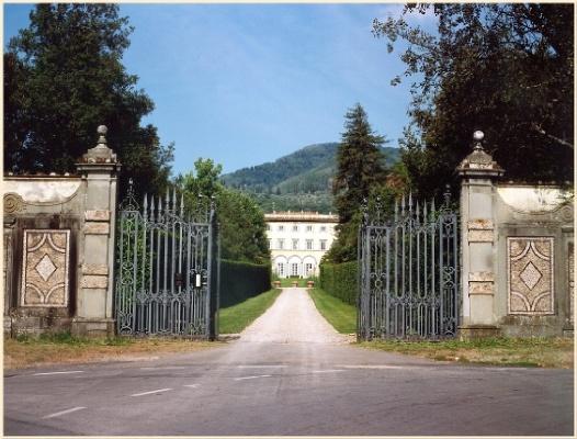 Villa grabau luoghi italianbotanicaltrips for Foto ville in pietra