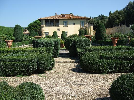 villa-gamberaia-garden