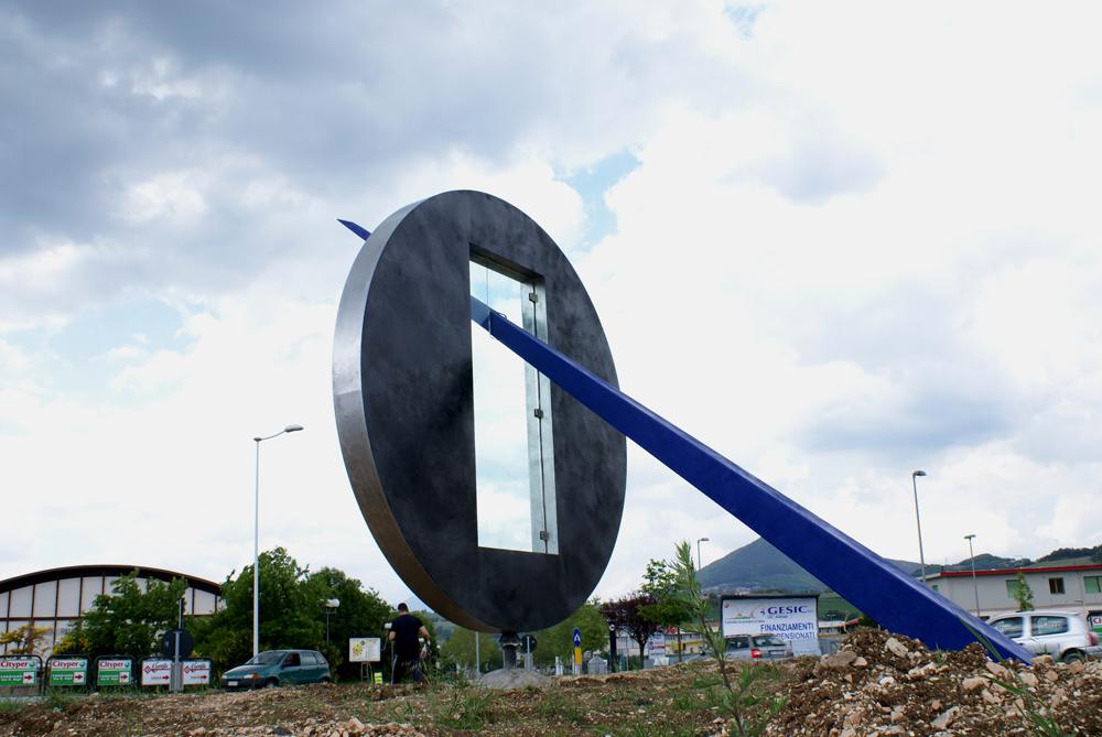 lavorazione-metalli-carpenteria-metallica-scultura-la-porta-dell-infinito-pesaro-urbino