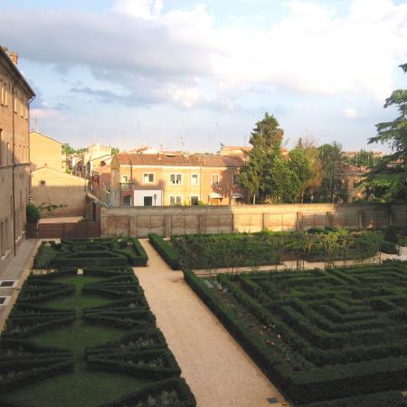 03-giardino-di-palazzo-costabili