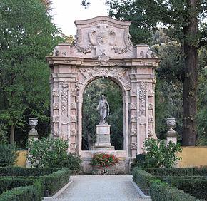 290px-palazzo-della-gherardesca-giardino-08