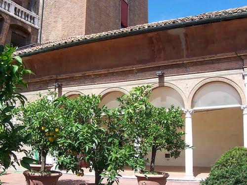 Cover Castello Estense, Il giardino e la loggia degli aranci