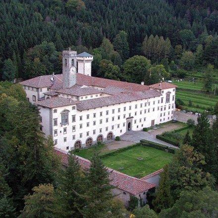 Cover Castello di Reggello, Abbazia di Vallombrosa, arboreti sperimentali e la Riserva Naturale Statale Biogenetica di Vallombrosa.